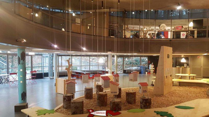 """Les niveaux inférieurs et supérieurs lors de l'exposition """"L'arbre"""". espace inventions lausanne"""