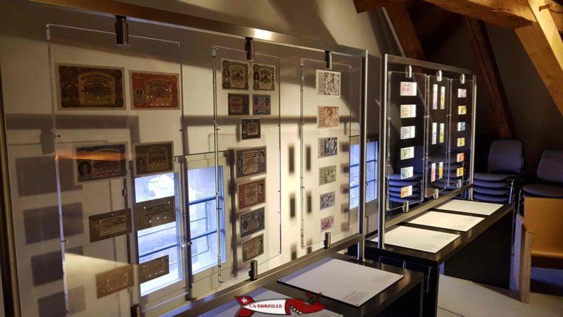 la collection de billets en francs suisses exposée au troisième étage du musée gutenberg à Fribourg