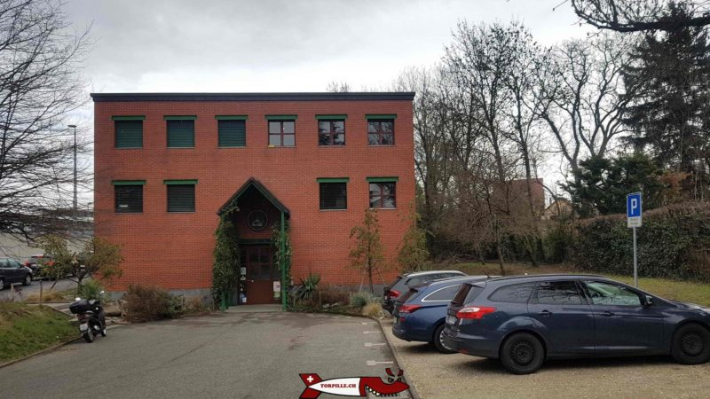 The building of the vivarium of meyrin with the parking lot.