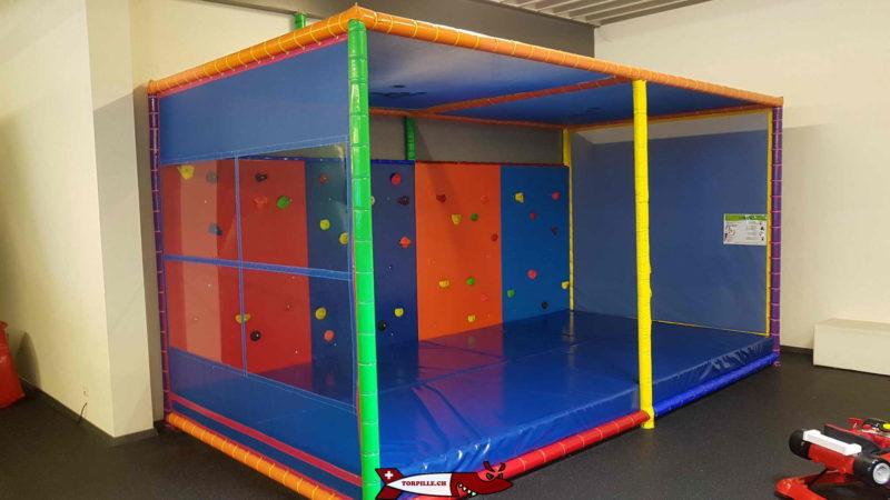 Un petit mur de grimpe pour les moins de 6 ans à fun4kids