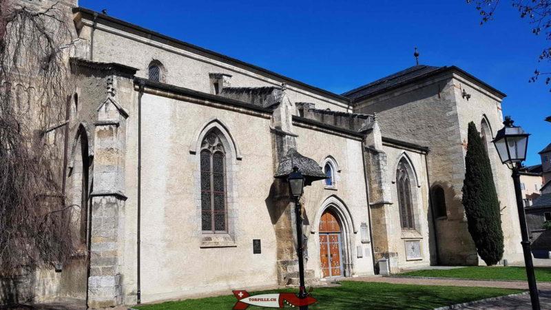 La partie latérale de la cathédrale de Sion