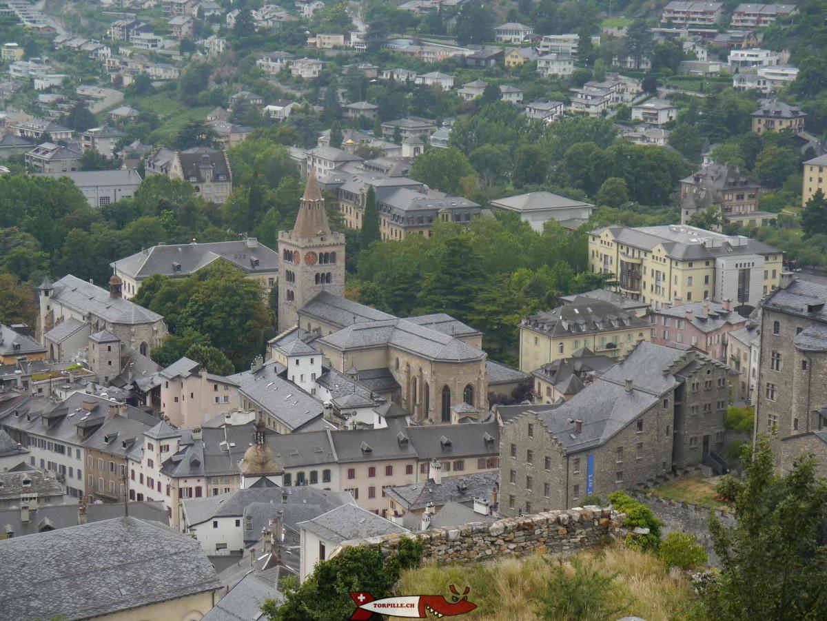 La cathédrale de Sion dédiée à Notre-Dame du Glarier. C'est l'une des 4 cathédrales de Suisse romande et la seule dont le clocher ne peut pas être visité.