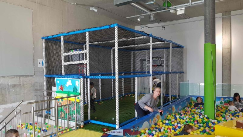 The football and basketball court at the back of the playroom at Kids Fun Park Etoy
