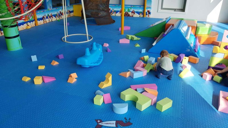 A baby playing with building elements at Kids Fun Park Etoy