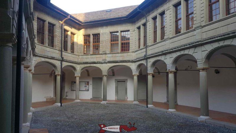 the inner courtyard of Aubonne castle.