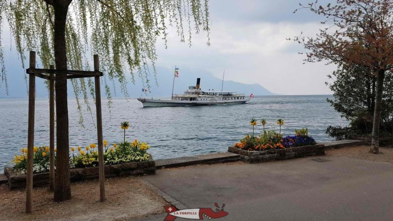 A CGN boat approaching the Montreux landing stage.