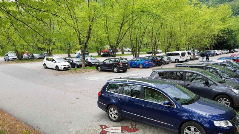Le parking d'accès au domaine des Iles de Sion.