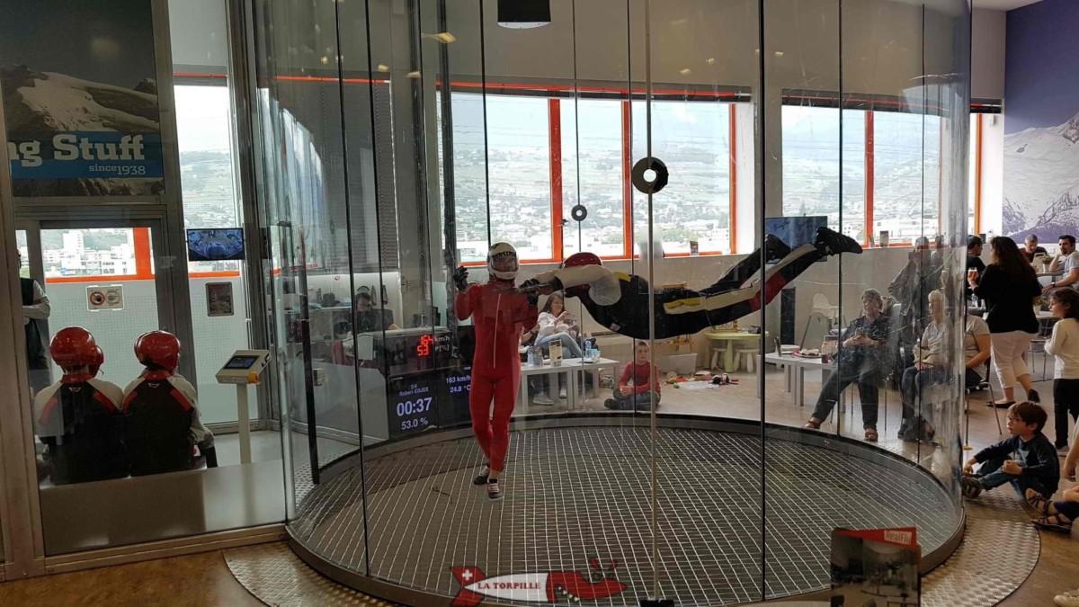 Le simulateur de chute libre Realfly à Sion. Il convient à tout les âges.