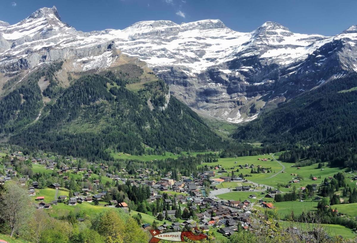 Le village et le massif des Diablerets.