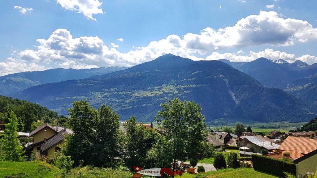 Point de vue sur le versant Sud de la vallée du Rhône avec la région de Nendaz et les vals transversaux de Nendaz et de la Fare.