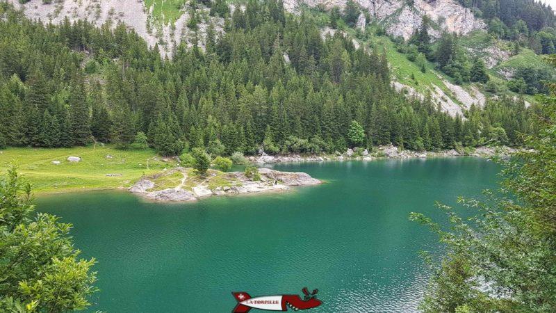 Le lac Taney visible juste après le passage du col.