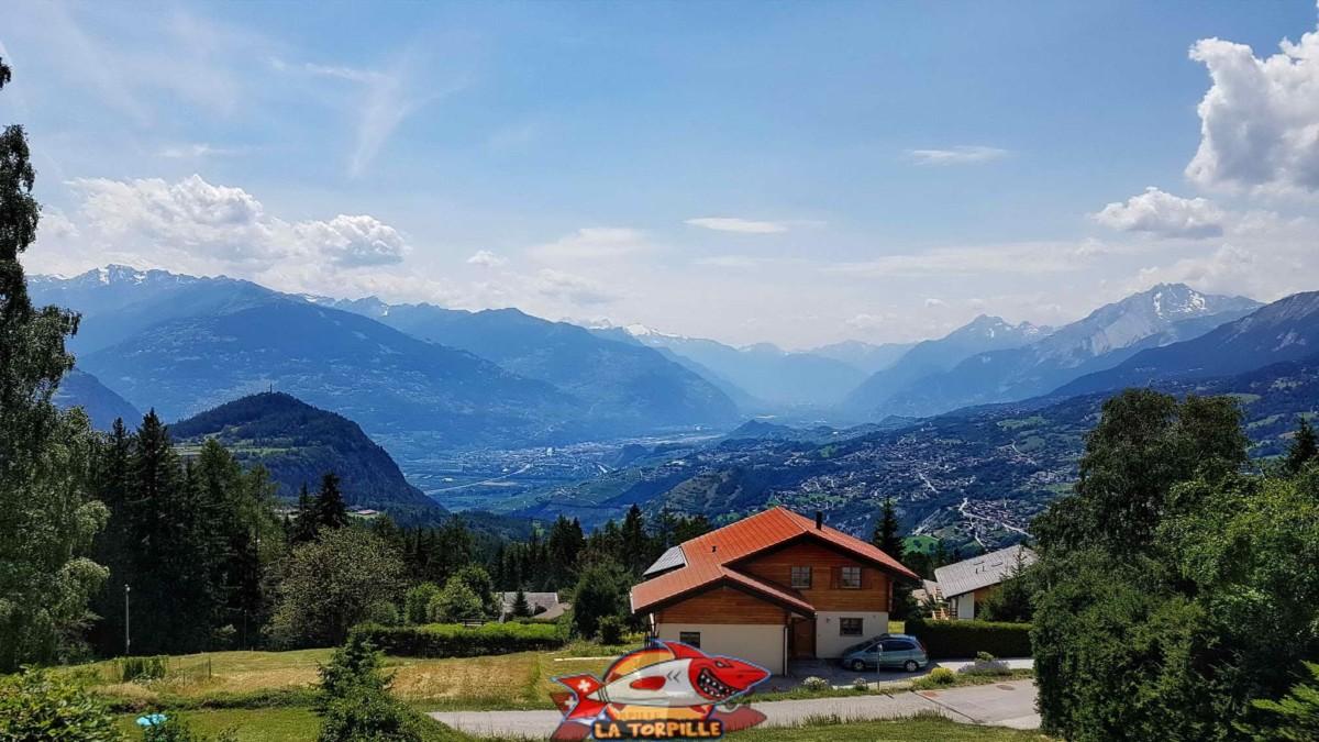 Point de vue sur la vallée du Rhône.