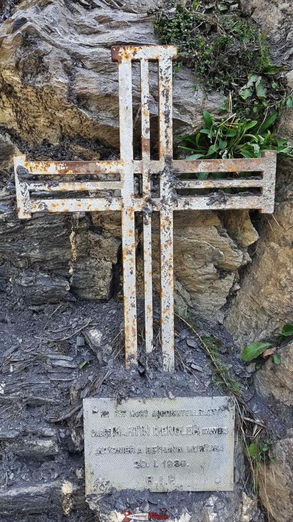 Une croix le long du parcours en souvenir d'un accident au début du 20e siècle.