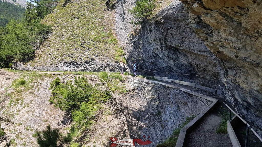 Le passage creusé dans la roche.