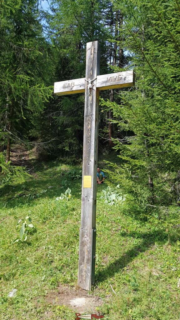 La croix au point d'arrivée du chemin aller.