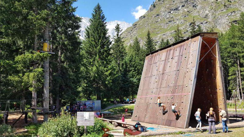 La structure de grimpe gratuite.