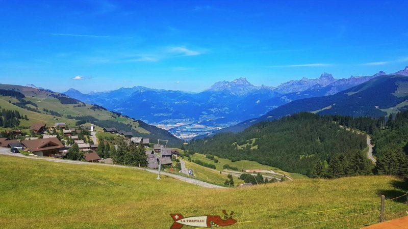 La vue sur la vallée du Rhône et les alpes vaudoises.