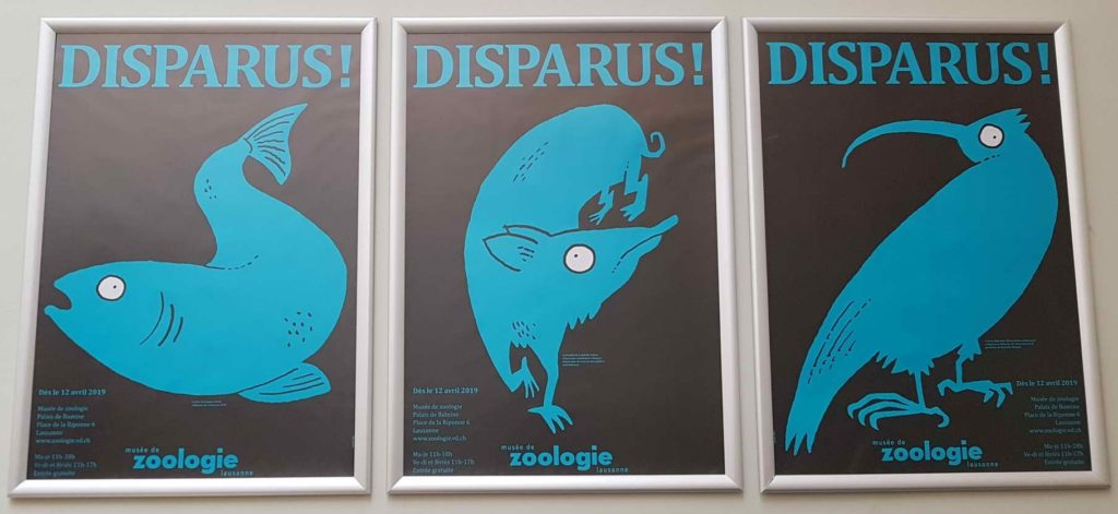 """La pancarte publicitaire sur l'exposition temporaire """"DISPARUS!""""."""