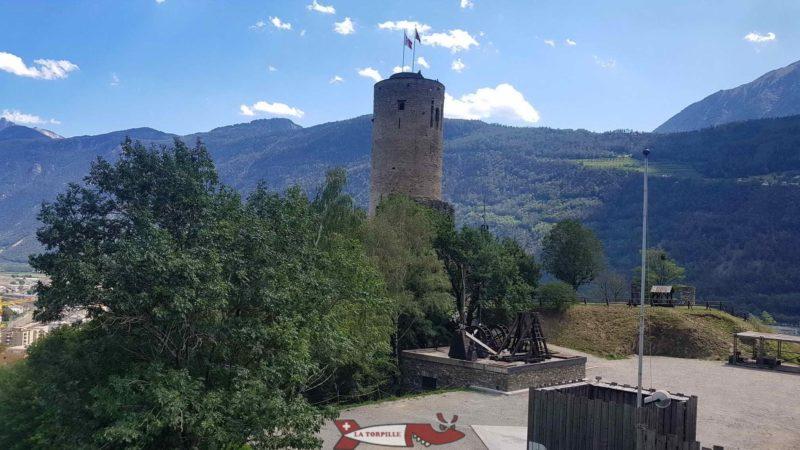 Le donjon du château de la Bâtiaz construit par la Savoie.