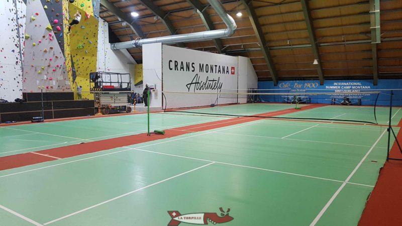 Des terrains de badminton.