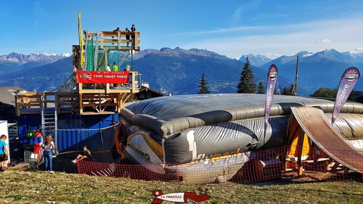 Le trampoline géant de Prosess Park dans la station d'Anzère. Il est ouvert en été comme en hiver.