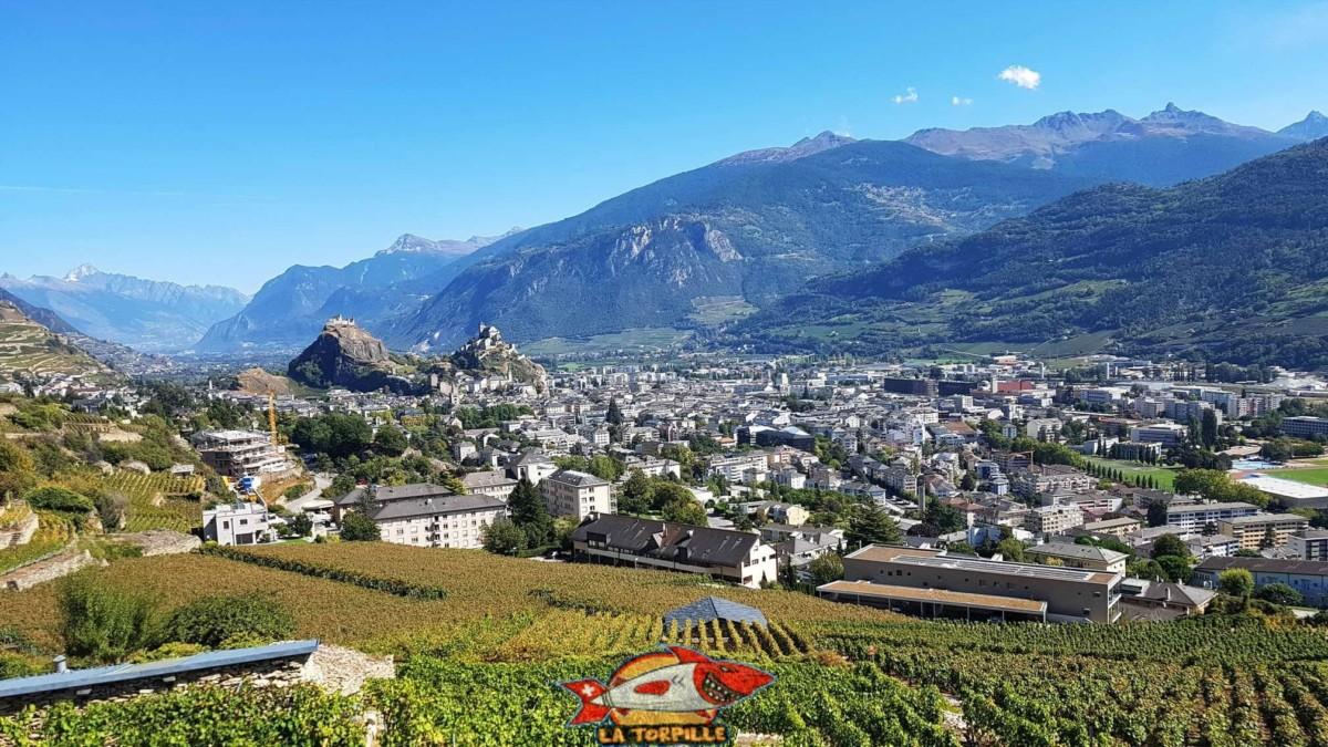 Les châteaux de Valère et Tourbillon bien visible depuis le bisse de Mont d'Orge.