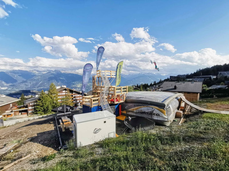 Le Prosess Park d'Anzère est un parc de loisirs qui se trouve au sein même de la station sur le versant Nord de la vallée du Rhône entre Sierre et Sion.