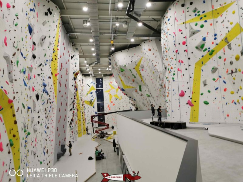 The main area of the climbing hall in Villeneuve.