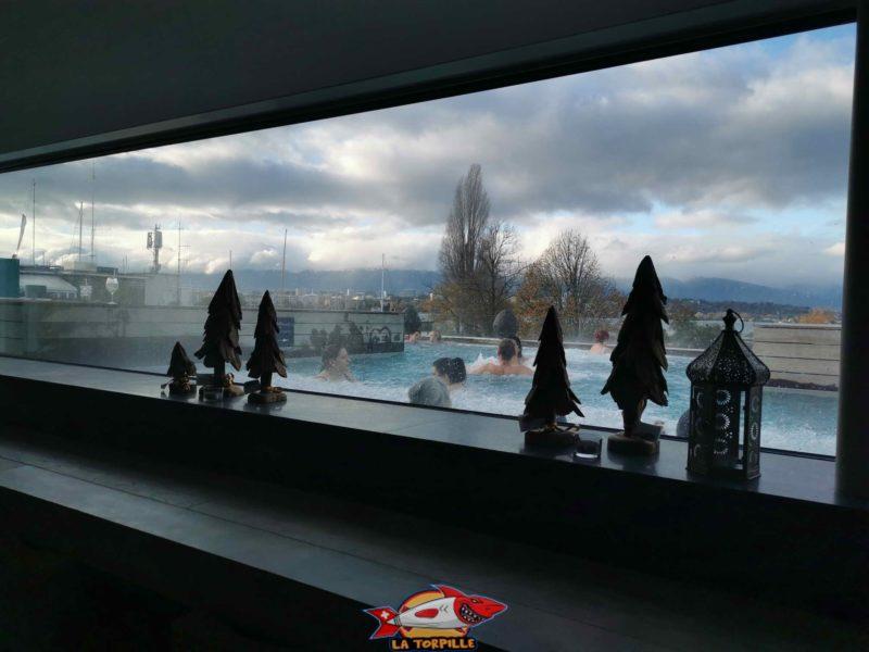 La vue sur le bain depuis la cafeteria.