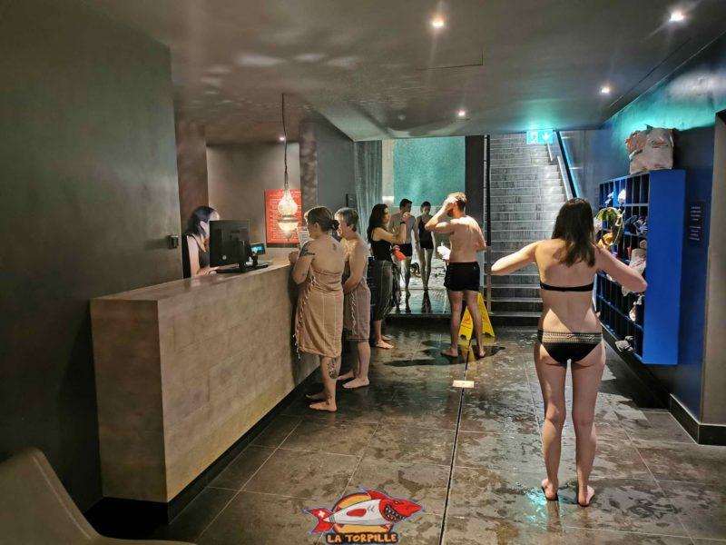 Un espace réservé aux soins payants et sur réservation à l'accueil du Spa à la sortie des vestiaires.