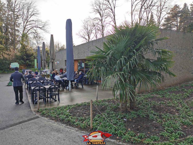 Le restaurant et terrasse du parc. jardin botanique geneve
