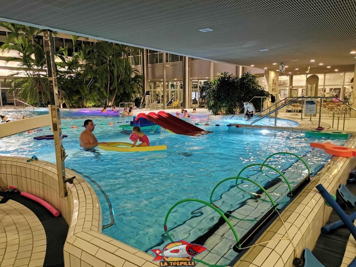 Les bains de Cressy à côté de la ville de Genève possède une partie dédiée aux enfants de moins de 6 ans avec un toboggan ou des flotteurs.
