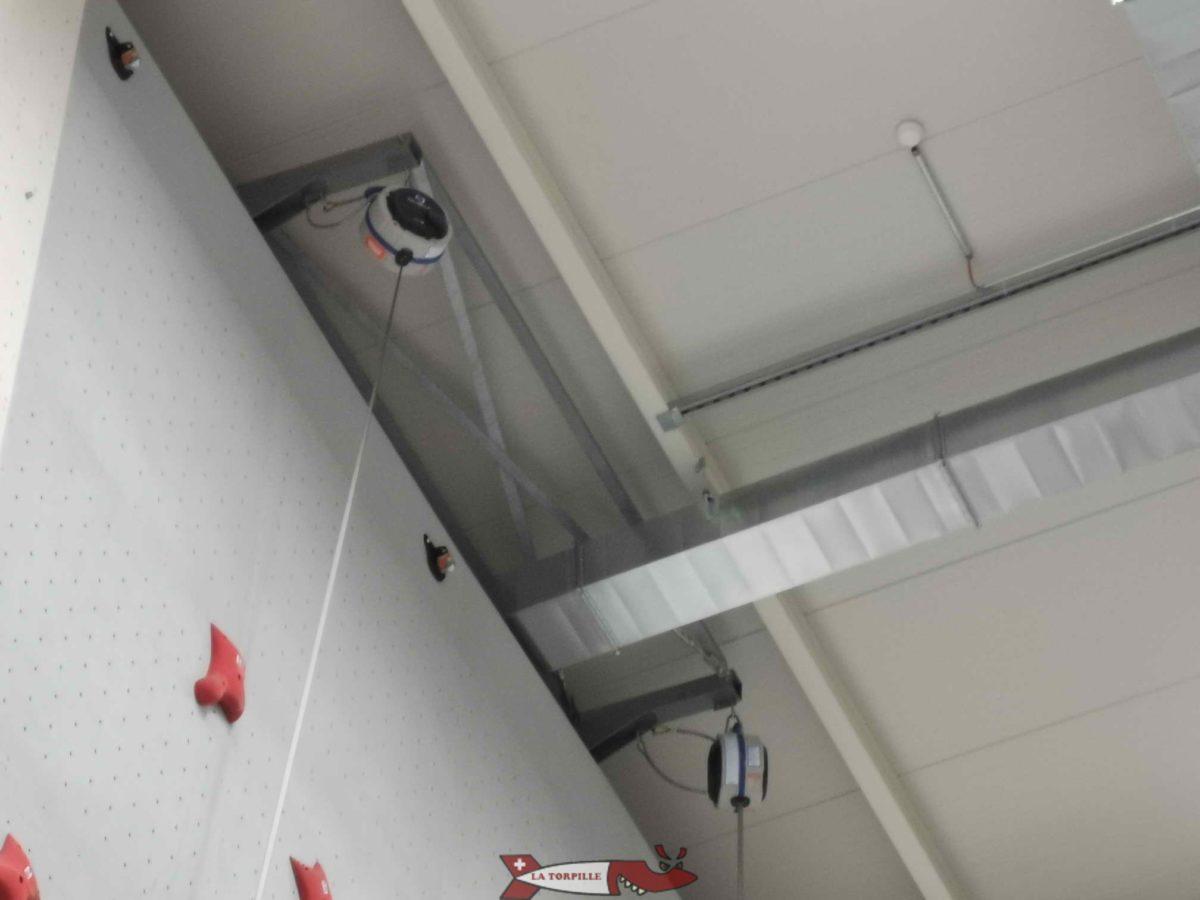 Des enrouleurs qui permettent de grimper seul des murs de plus de 10 mètres en toute sécurité.