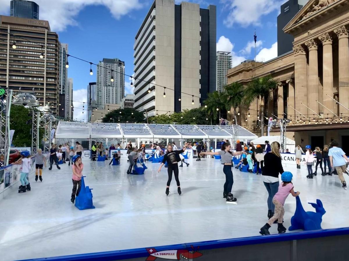 Des patineurs sur glace à Brisbane en Australie.