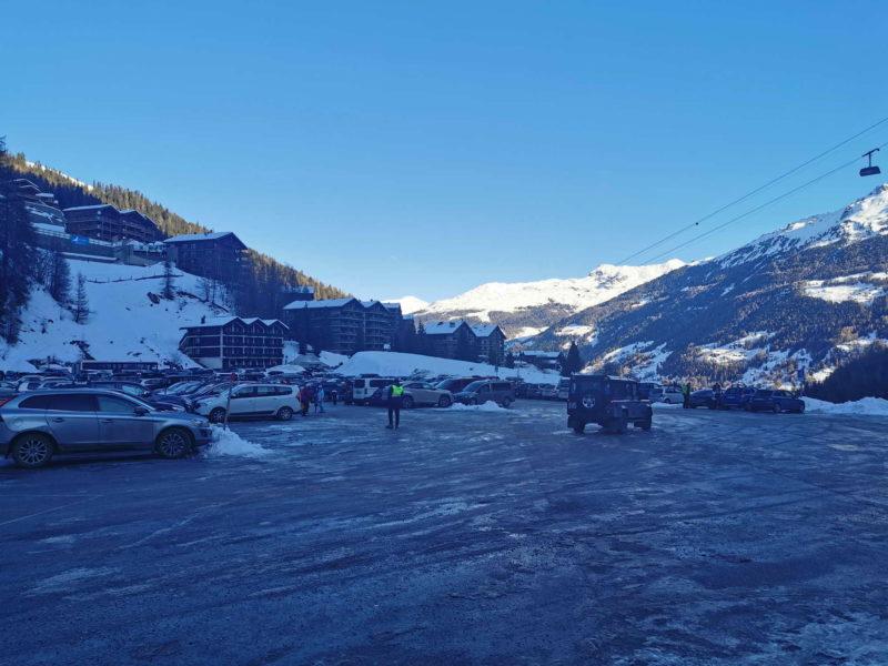 Le parking des pistes de ski de Grimentz.