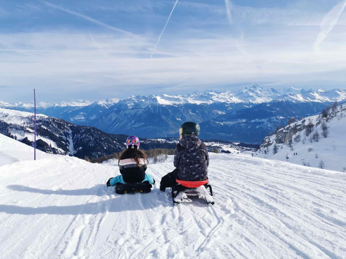 La piste de luge d'Anzère avec une magnifique vue sur les Alpes.