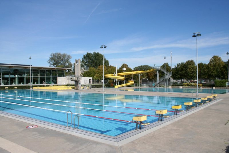 Yverdon: Piscine en plein air