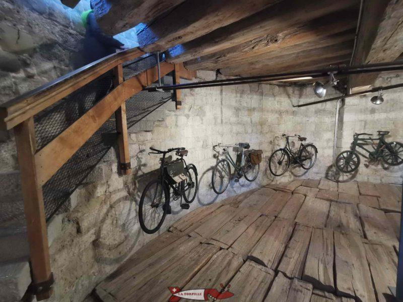 The 2nd visitable floor of the keep. Exhibition of old bicycles against the wall.