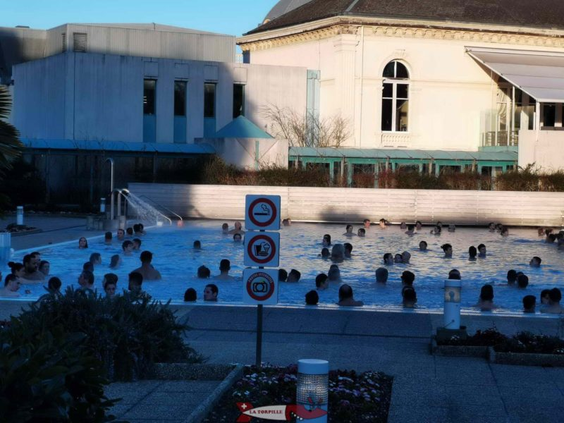 The first outdoor pool with a large number of visitors on a Saturday night. yverdon thermal baths