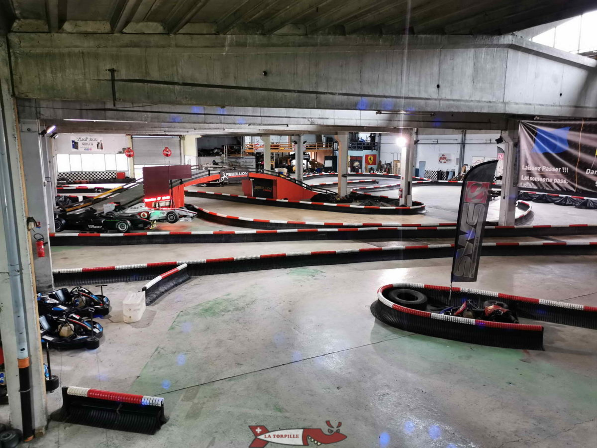 Une partie du parcours intérieur. karting de vuiteboeuf.