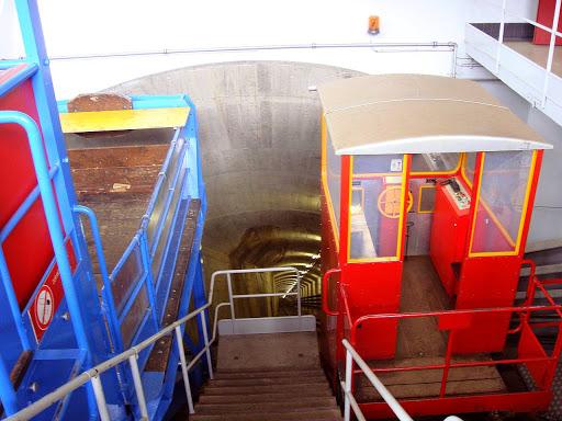 Le funiculaire menant à la centrale souterraine des Clées.