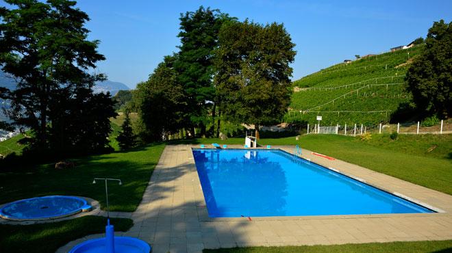 La piscine extérieure de Grimisuat. A faire par exemple le week-end en été.