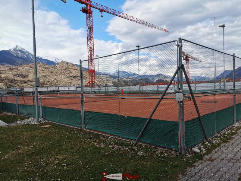 Un centre de tennis, badminton et squash. domaine des iles de Sion.