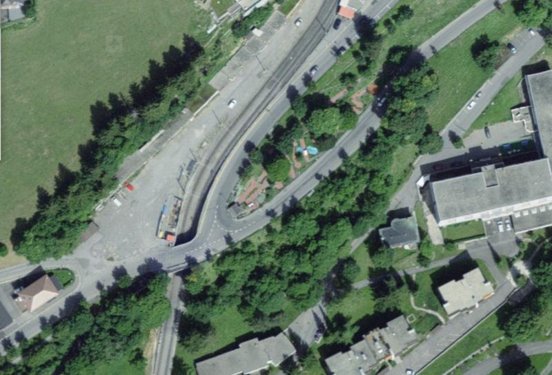 Le parcours de minigolf de Leysin compte 18 trous et se trouve à l'intérieur de l'épingle à cheveux d'une route.