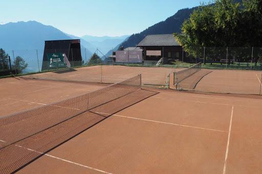 Les courts de tennis du parc de loisirs de Verbier