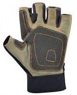 Les gant, renforcés au niveau de la paume de la main, sont importants losque l'on saisi les éléments métaliques.