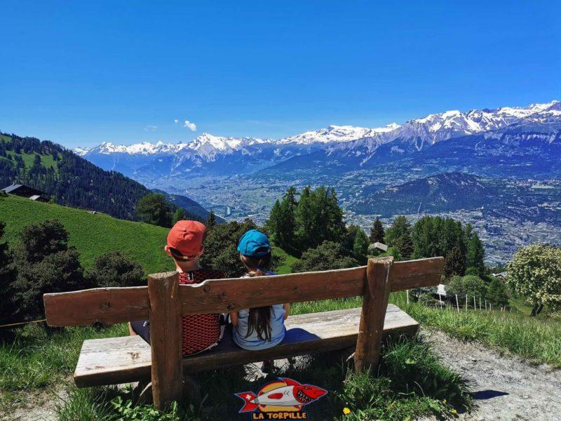 Une magnifique vue direction Ouest sur la vallée du Rhône juste avant de rentrer dans le val de Réchy