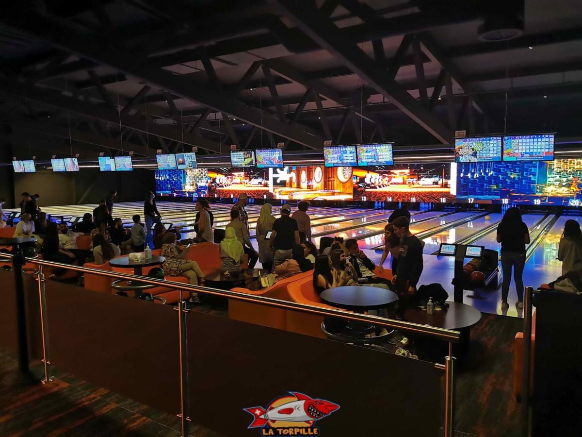Les nombreuses pistes du bowling de Fun Planet à Rennaz.