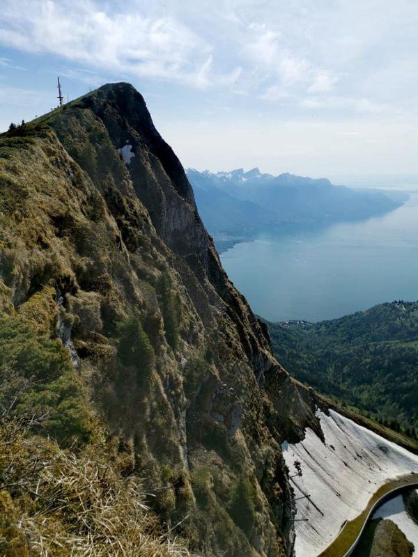 Le sommet de la via ferrata avec au loin l'antenne de télécommunication au sommet des Rochets de Naye,