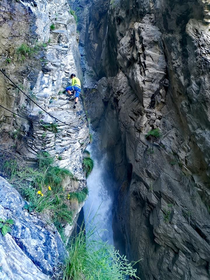 La via farinetta dans les gorges creusées par la rivière Salentse.